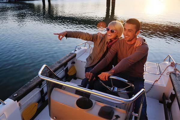 Citas romanticas en veleros exclusivos